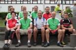 """Das """"ene""""-Team unterstützt nicht nur wieder die """"Tour de Ahrtal"""", sondern mit dem Trikot-Verkauf auch eine caritative Einrichtung der Region. Bild: Michael Thalken/Eifeler Presse Agentur/epa"""