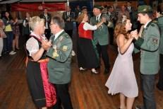 Auch das Reifferscheider Königspaar (links) war nach Wahlen gekommen, um das Tanzbein zu schwingen. (Foto: Reiner Züll)