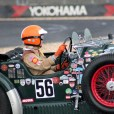 Mit einem großem Lenkrad, der außenliegender Handbremse und dem seitlich angebrachten Reserverad ist der Invicta (Baujahr 1931) ausgestattet, mit dem Antja Willems über den Grand-Prix-Kurs fährt. (Foto: Reiner Züll)