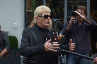 Sänger Heino begrüßte die Gäste mit einigen Liedern. Bild: Josef Wildenberg
