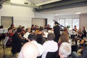 Zahlreiche Besucher kamen zum Konzert der Musikschule Schleiden in die Dachkammer der Energie Nordeifel. Bild: Elisabeth Geschwind