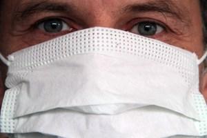 Bei manchen Bürgern wächst die Angst vor einer Ebola-Infektion. Symbolbild: Michael Thalken/Eifeler Presse Agentur/epa