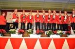 """Mit ihrem Pianisten Stefan Kupp brachten zehn Rotröcke das 64 Jaher alte Lied """"Mir sen die löstije Bröder vun Kall"""" erstmals wieder auf die Bühne. Bild: Reiner Züll"""