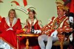 Das Prinzenpaar Hans II. und Gabi I. (Lambert) mit Jugendprinzessin Lara II. (Blatt) in ihrer Mitte. (Foto: Reiner Züll)