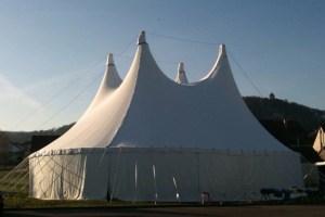 In einem Zirkuszelt wie diesem sollen am Nikolaustag Musik und Akrobatik geboten werden. Foto: Veranstalter