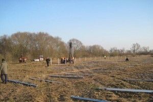 Durch den Bau des Solarparks wird das Gelände der ehemaligen Zuckerfabrik ökologisch aufgewertet. Bild: F&S solar