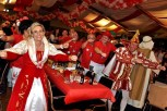 Das Kaller Prinzenpaar in Aktion: Hans II. und Gabi I. feierten mit ihrem großen Gefolge. (Foto: Reiner Züll)