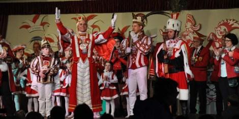 Die Süetenicher Schlipse präsentierten Dreigestirn und Kindertollitäten. (Foto: Reiner Züll)