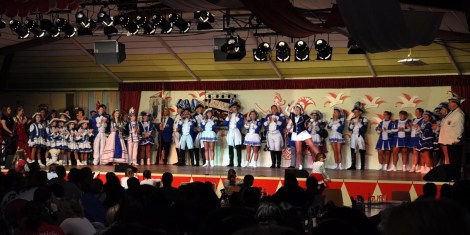 Auch die KG Blau Weiß Schleiden brachte viel Volk mit nach Kall. (Foto: Reiner Züll)