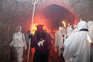 """""""Licht aus: Die Geister kommen"""", heißt es wieder in Blankenheim. Bild: Michael Thalken/Eifeler Presse Agentur/epa"""