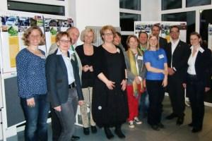 """Das Projektteam um die Vertreter aus den beteiligten Dörfern stellte in Eicherscheid die Ergebnisse der LEADER-Initiative """"E-ifel mobil"""" vor. Bild: LAG Eifel"""