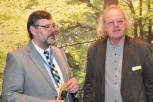Der Wirtschaftsausschuss des NRW-Landtages besuchte in Berlin den Stand des Nationalparks. Unser Bild zeigt den Ausschussvorsitzenden Georg Fortmeier (links), der sich von Nationalpark-Chef Henning Walter informieren ließ. Foto: Reiner Züll