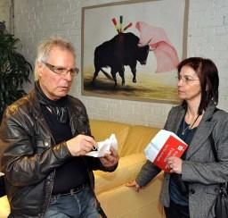 Maria vom belgischen Sender Radio 700 im Gespräch mit Rattles-Drummer Dicky Tarrach. Foto: Reiner Züll