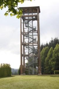 Auf 25 Metern Höhe liegt die Aussichtsplattform des neuen Turms bei Udenbreth. Bild: Gemeinde Hellenthal