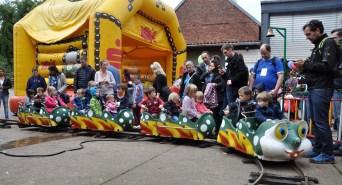 Für die kleinen Besucher drehte eine Kindereisenbahn ihre Runden. Foto: Reiner Züll