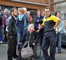Auch Tochter Nina (im Rollstuhl) und Ehefrau Brunhilde hatten dichtgehalten und nichts verraten. Foto: Reiner Züll