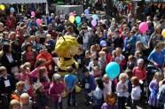Biene Maja kam ohner Willi nach Lückerath und wurde von vielen Kindern begrüßt. Foto: Reiner Züll