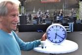 """Erstand bei derf Gewerbeschau eine Uhr: Klaus Flieger, Gründer und Chef der Rockband """"Flieger"""". Foto: Reiner Züll"""