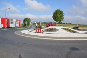 Rund 30.000 Euro investierte die Firmengruppe Schumacher in die Gestaltung des Kreisel an der Zufahrt der Hüttenstraße. Foto: Reiner Züll