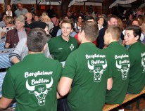 """Auch der Junggesellenverein """"Bergheimer Bullen"""" besuchte das Oktoberfest in Lorbach. Foto: Reiner Züll"""