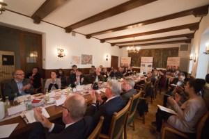 Zahlreiche Vertreter der Medien sowie Sponsoren kamen zur Pressekonferenz des Eifel Literatur Festivals. Bild: Tameer Gunnar Eden/Eifeler Presse Agentur/epa