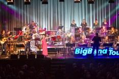 Die Big Band der Bundeswehr und Sängerin Bwalya begeisterten 1100 Zuhörer im City Forum. Bild: Tameer Gunnar Eden/Eifeler Presse Agentur/epa