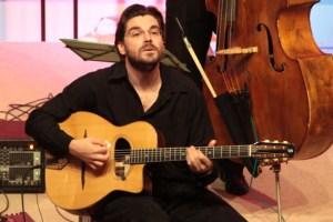 Joscho Stephan gilt schon heute als einer der größten Interpreten des Gypsy-Swing. Bild: Michael Thalken/Eifeler Presse Agentur/epa