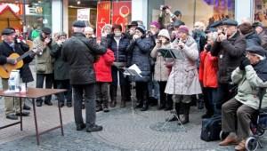 Die Musikgruppe Harmonica Sound Euskirchen spielt bereits zum 12. Mal für die Wohnungslosenhilfe. Bild: Carsten Düppengießer