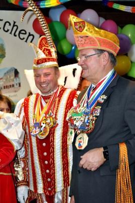 Landrat Günter Rosenke mit dem Holzheimer Prinz Michael I. Foto: Reiner Züll