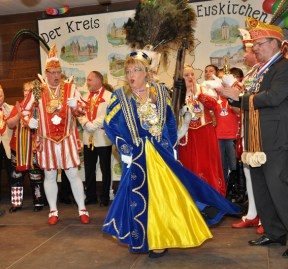 Jungfrau Margret I. vom Mechernicher Dreigestirn führte einen flotten Tanz auf. Foto: Reiner Züll