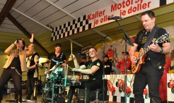 """Die Gesangsgruppe """"Echte Fründe"""" heizte dem Publikum orderentlich ein. Foto: Reiner Züll"""