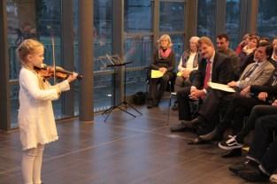 Die erst achtjährige Alexandra Varchenko bezauberte das Publikum mit Variationen von Oskar Rieding. Bild: Michael Thalken/Eifeler Presse Agentur/epa