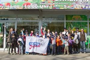 Mit dem Bus ging es von Mechernich nach Godorf: Die DRLG-Jugend sorgte für einen Bewegungstag für rund 30 Schwimmkinder. Bild: Tameer Gunnar Eden/Eifeler Presse Agentur/epa
