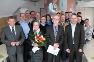 ene-Geschäftsführer Markus Böhm (rechts) und KEV-Geschäftsführer Helmut Klaßen (links) sowie zahlreiche Kollegen verabschiedeten Georg Gnädig (hier mit seiner Frau Magdalene) in den wohlverdienten Ruhestand. Bild: Michael Thalken/Eifeler Presse Agentur/epa