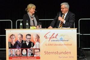 Nele Neuhaus im Gespräch mit Dr. Josef Zierden. Bild: Helmut Gassen, (c) Eifel-Literatur-Festival