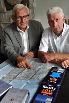 Karl-Dieter Heinen (links) und Hans-Peter Schlipphack hatten das Treffen der einstigen Kaller Korsika-Fahrer in Urft organisiert. Foto: Reiner Züll