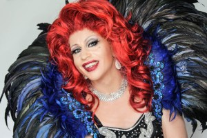"""Mal frech, mal frivol und mit viel Humor wird """"Regina Red"""" alias René Schaffrath am 5. November die Gäste bei der Travestie-Show im Saal Gier unterhalten. Foto: Veranstalter"""