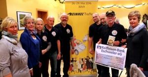 Die Mitglieder des Heinkel-Treffs aus Aachen-Merzbrück brachten eine 500-Euro-Spende zum Hilfsgruppen-Stammtisch in Vollem mit. Foto. Reiner Züll
