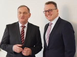 WVER-Verbandsratsvorsitzender und Bürgermeister Stadt Düren Paul Larue, (li.) und Dr. Joachim Reichert, zukünftiger Vorstand des Wasserverbands Eifel-Rur. Foto: WVER