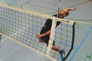 Bis tief in die Nacht hinein wird Volleyball gespielt. Symbolbild: Tameer Gunnar Eden/Eifeler Presse Agentur/epa