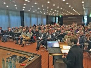 """Rund 150 Projektpartner informierten sich im Kreishaus Euskirchen über die """"Wanderwelt der Zukunft – Eifelschleifen & Eifelspuren"""". Foto: W. Andres / Kreisverwaltung"""