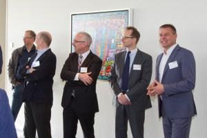 Georg Schmiedel berichtete von den Möglichkeiten, auch einen Gewerbesitz energetisch autark betreiben zu können. Bild: Tameer Gunnar Eden/Eifeler Presse Agentur/epa