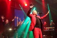 ieß Songs des verstorbenen Sängers Joe Cocker recht authentisch aufleben. Dee Arthur James wurde von den Fans in Mechernich stürmisch gefeiert. Foto: Reiner Züll