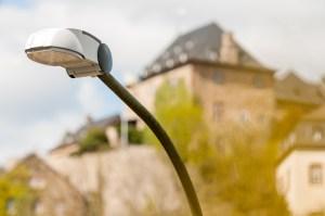 LED-Straßenleuchte vor der Burg Blankenheim. Bild: ene-Unternehmensgruppe