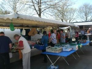 Einkaufen und Neuigkeiten austauschen kann man auf dem Dorfplatz Ripsdorf. Foto: privat
