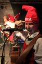 Zipfelmützen beim Auftritt in Hohenau. Foto: Reiner Züll