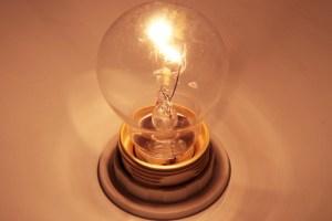 Jeder möchte günstigen Strom beziehen. Das machen sich einige Anbieter mit dubiosen Tricks zu nutze. Bild: Michael Thalken/Eifeler Presse Agentur/epa