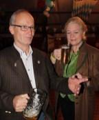 Bürgermeister unter sich: Dr. Hans Peteer Schick (Mechernich) und Margarita Ritter (Monschau) beim Oktoberfest in Lorbach. Foto: Reiner Züll