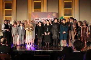 Am Ende der Veranstaltung konnten sich alle Akteure und das Publikum über einen gelungenen Abend freuen. Bild: Michael Thalken/Eifeler Presse Agentur/epa