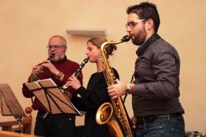 Engelbert Schneider (v.l.), Verena Klinkhammer und Markus Lorse sorgten für das musikalische Rahmenprogramm. Bild: Michael Thalken/Eifeler Presse Agentur/epa